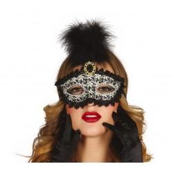 Maska z pióropuszem...