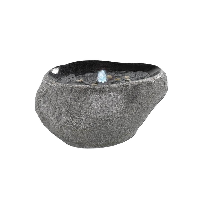 Fontanna ścięty kamień okładka