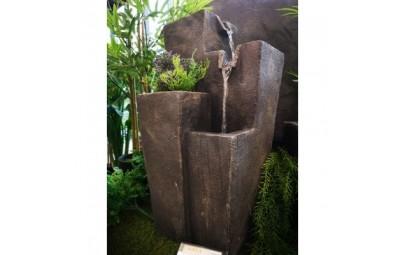 fontanna kwadratowe kolumny z kwietnikiem  4