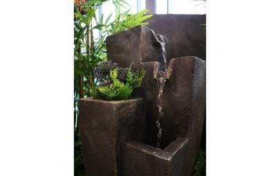 fontanna kwadratowe kolumny z kwietnikiem  5