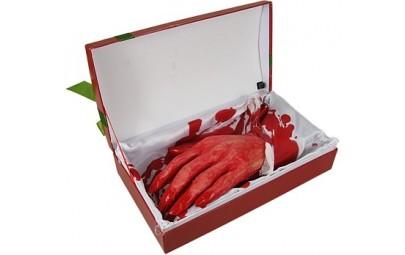 Szkatuła z uciętą dłonią...