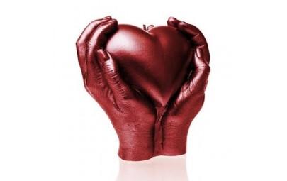 Świeca serce w rękach...