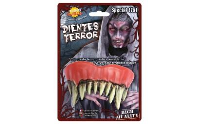 sztuczne straszne zęby...